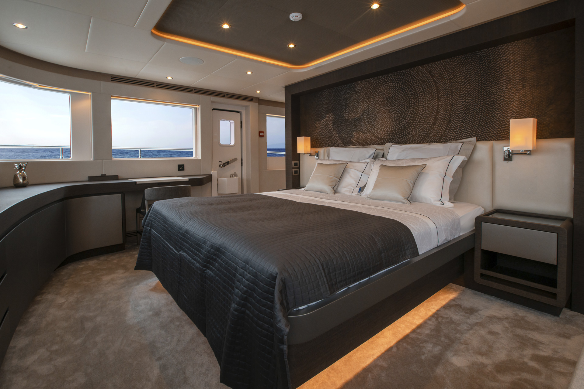 Main Deck Owner's Stateroom (3)