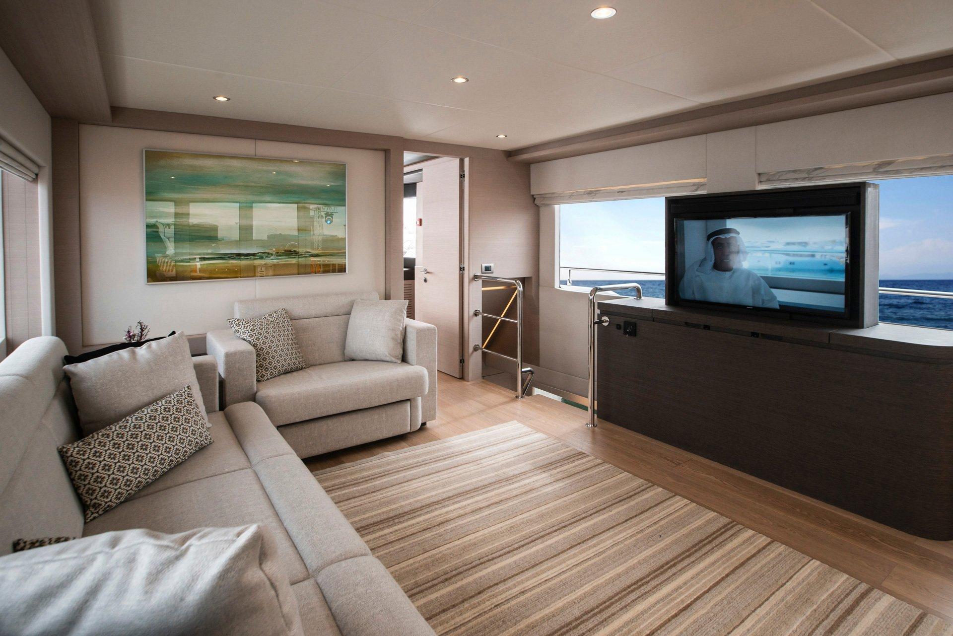 Nomad 75 SUV Sky Lounge (3)